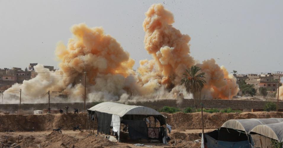 2.nov.2014 - Casas são demolidas em uma operação militar do governo egípcio na cidade de Rafah, na fronteira com a Faixa de Gaza. A ação é uma resposta aos ataques contra a segurança egípcio e visa estabelecer uma