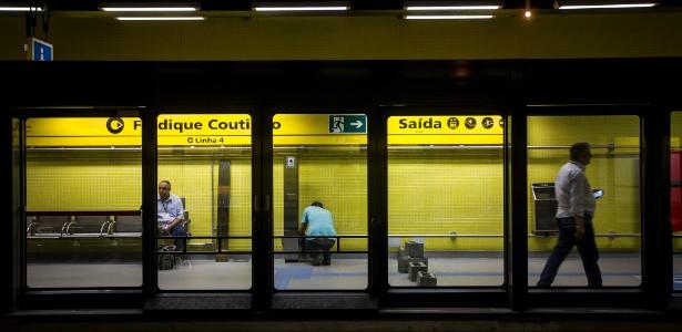 Interior da estação Fradique Coutinho, da linha 4-amarela do metrô