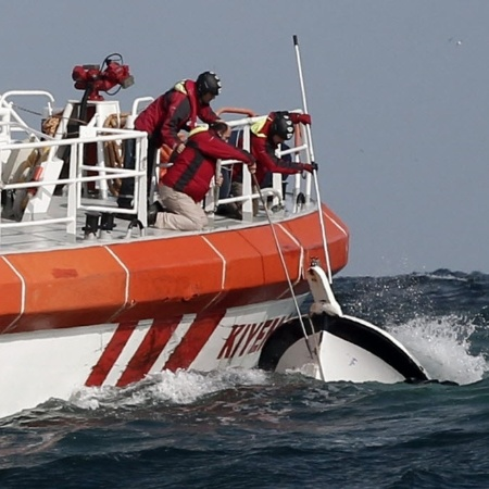 03.nov.2014 - Imagem de arquivo de resgate no Mar Negro, na costa da Turquia - Osman Orsal/ Reuters