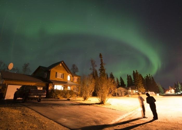 4.nov.2014 - Aurora boreal é observada sobre a cidade de Kenai, no Alasca, durante as primeiras horas da manhã desta terça-feira (4)