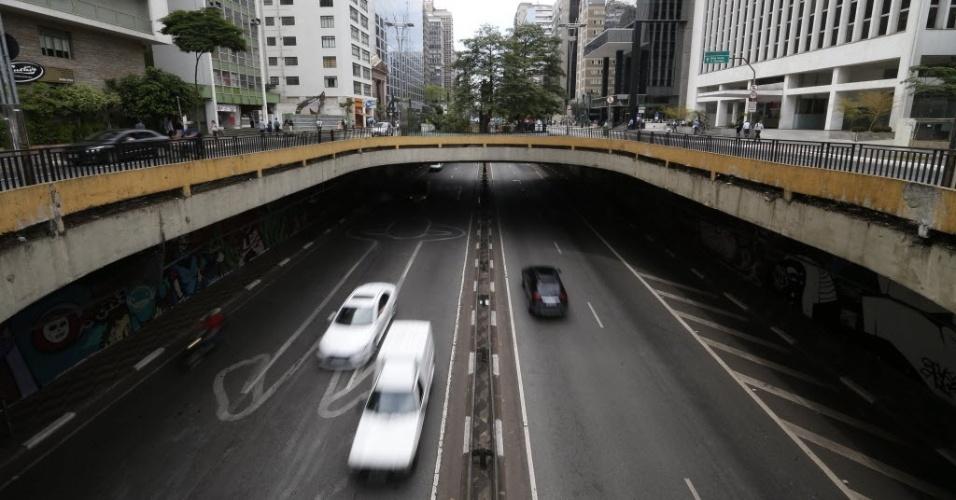 3.nov.2014 - Túnel semiaberto da avenida Paulista, entre as ruas da Consolação e Haddock Lobo