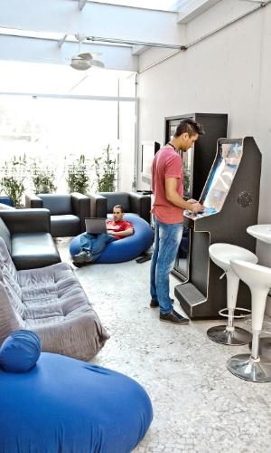 Produtora de conteúdo digital Arizona, em São Paulo, tem bikes, manicure e espaço com TV e videogame