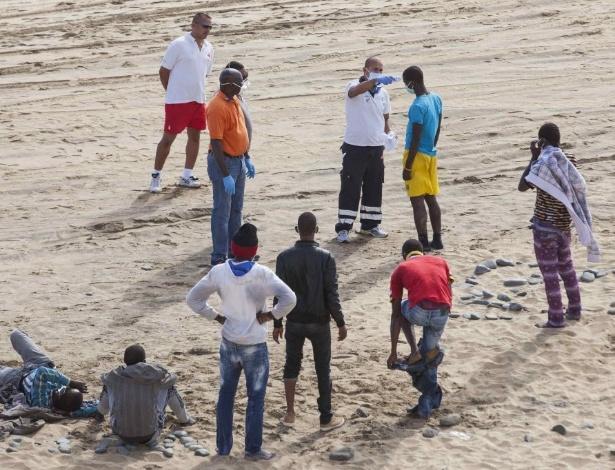 Africanos desembarcam em praia de nudismo espanhola e for Paginas de nudismo