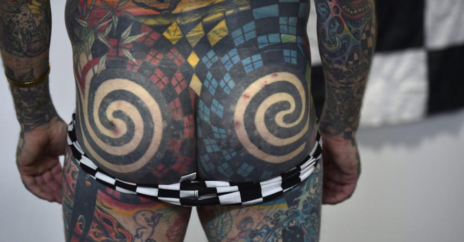 31.out.2014 - O norte-americano Matt Gone, que tem 99% do corpo tatuado, é conhecido como