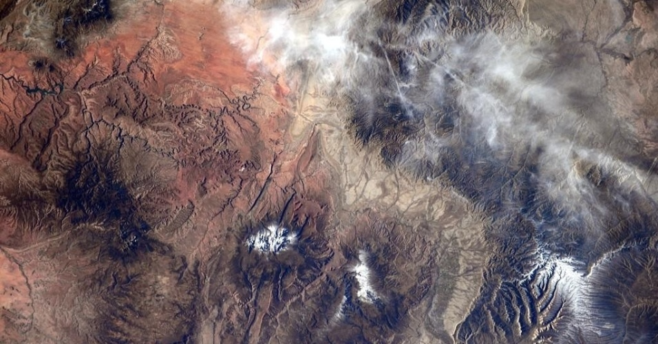 7.nov.2014 - PARQUE VISTO DO ESPAÇO - O astronauta da Nasa (agência espacial americana) Reid Wiseman compartilhou no Twitter uma imagem do parque nacional de Yosemite, nas montanhas da Serra Nevada, no Estado da Califórnia, visto da ISS (Estação Espacial Internacional). Wiseman e mais dois astronautas se preparam para retornar a Terra no dia 9 de novembro. Mais três astronautas viajarão para a ISS no dia 23 de novembro: Terry Virts, da Nasa, Samantha Cristoforetti, da ESA (agência espacial europeia) e o cosmonauta russo Anton Shkaplerov