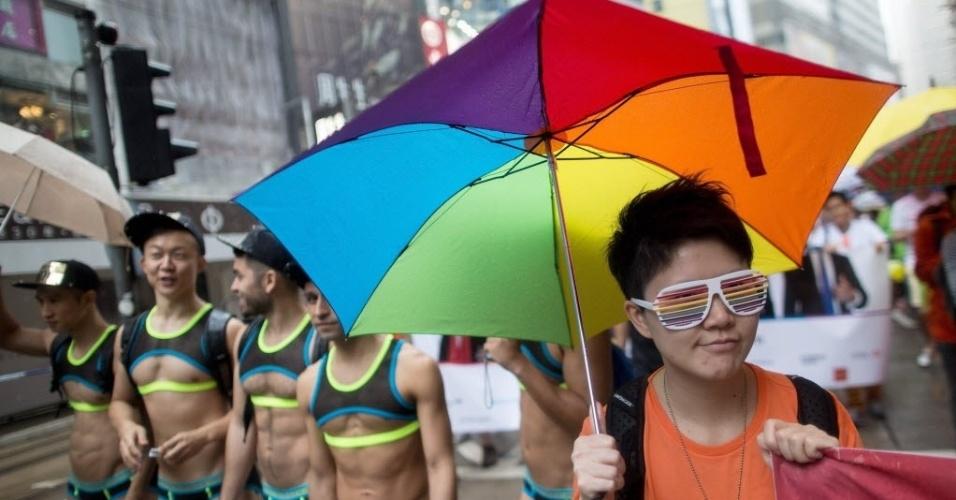 8.nov.2014 - Ativistas gays participam da Parada do Orgulho Gay em Victoria Park, Hong Kong, neste sábado (8). Quase duas mil pessoas marcharam pelas ruas até o Almirantado em Tamar Park. A homossexualidade foi descriminalizada em Hong Kong em 1991