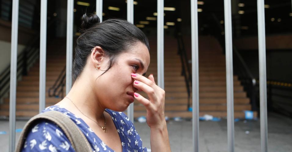 8.nov.2014 - Candidata chega atrasada em local de prova do Enem 2014 na capital paulista e perde o primeiro dia de provas do exame