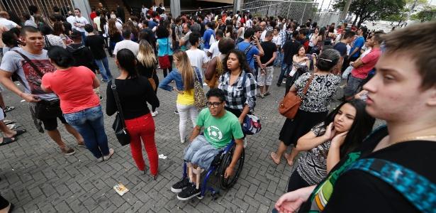 SP: Cadeirante é um dos primeiros candidatos a sair do 1º dia do Enem 2014 - Junior Lago/UOL