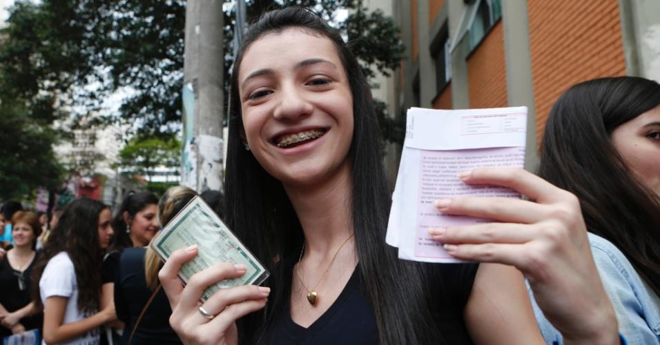 Beatriz Onório, de 17 anos, jogou RG e cartão de confirmação no lixo