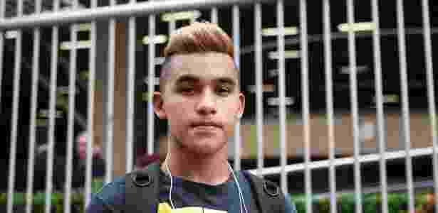 John Experdião, 17, diz que já havia listado publicidade infantil como uma das possibilidades de redação do exame para um exercício da escola - Junior Lago/UOL