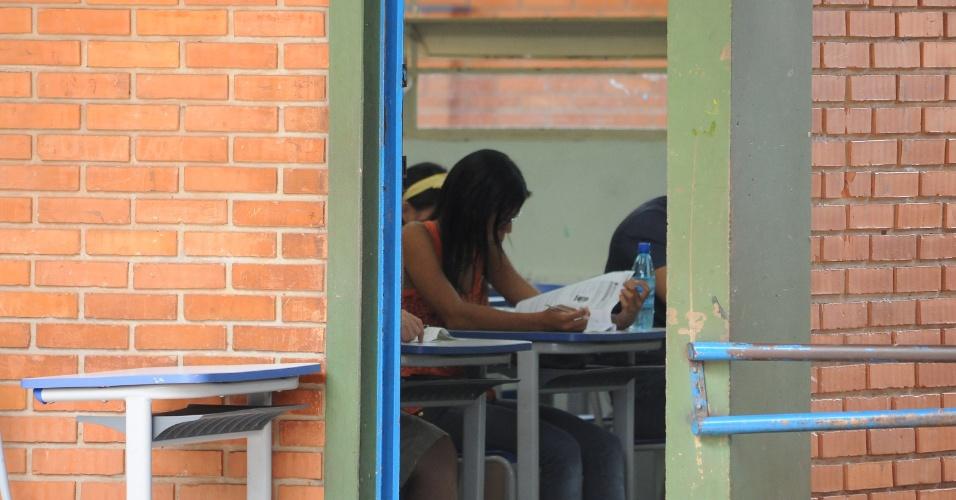 9.nov.2014 - Candidatos fazem a prova do Enem 2014 em escola da cidade de Dourados, no Mato Grosso do Sul