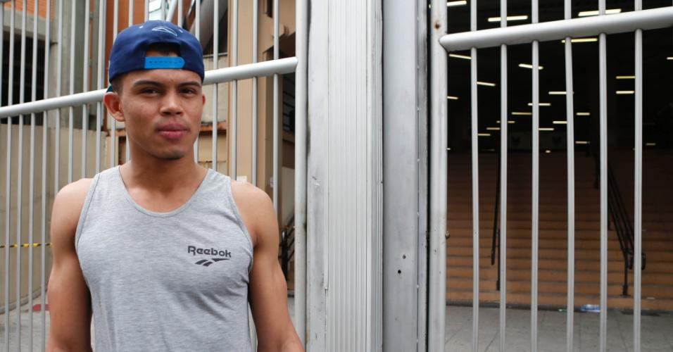 9.nov.2014 - Dhioney Costa, 23, chegou atrasado e perdeu o segundo dia de prova do Enem 2014. Ele queria fazer relações internacionais e culpou o trânsito pelo atraso