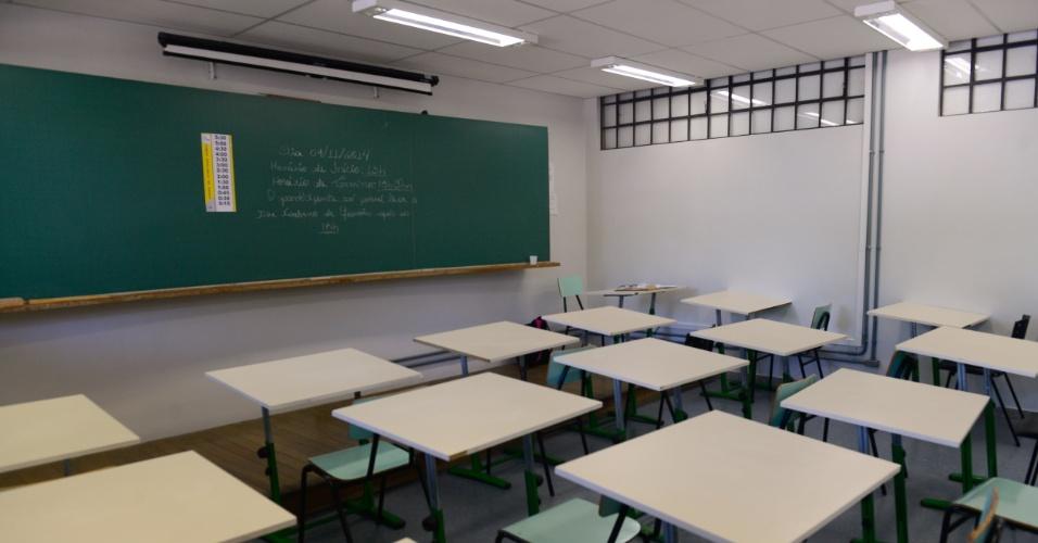 9.nov.2014 - Salas do Centro Politécnico da UFPR, em Curitiba, ainda aguardam estudantes que vão realizar o Enem (Exame Nacional do Ensino Médio) 2014. Após a abertura dos portões, as fotos nos locais de prova são proibidas