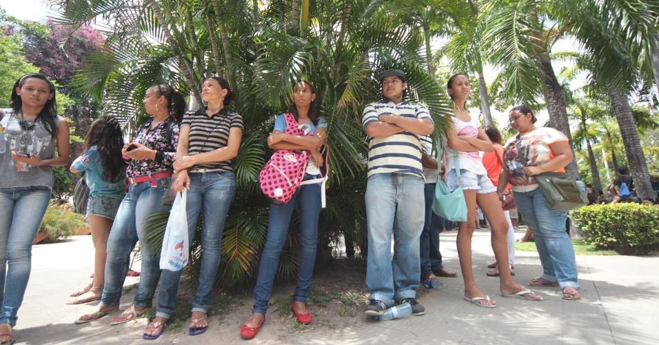 9.nov.2014- Candidatos chegam para o segundo dia de prova do Enem (Exame Nacional do Ensino Médio) 2014, no campus da Unifor (Universidade de Fortaleza), no bairro Água Fria, em Fortaleza (CE)