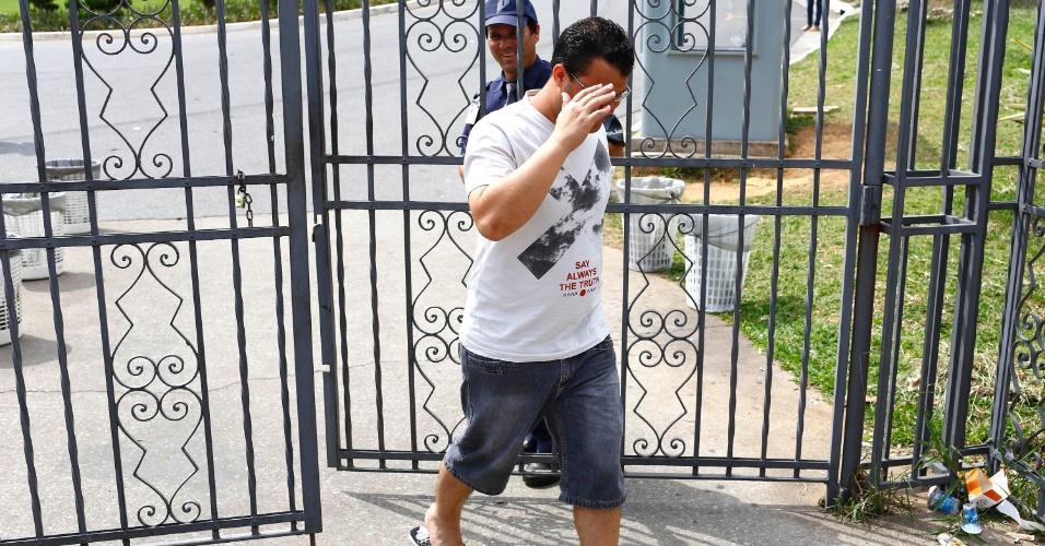 9.nov.2014- Em Belo Horizonte (MG), o candidato André foi o primeiro a deixar o campus da PUC-MG, após duas horas do início da prova do Enem (Exame Nacional do Ensino Médio) 2014