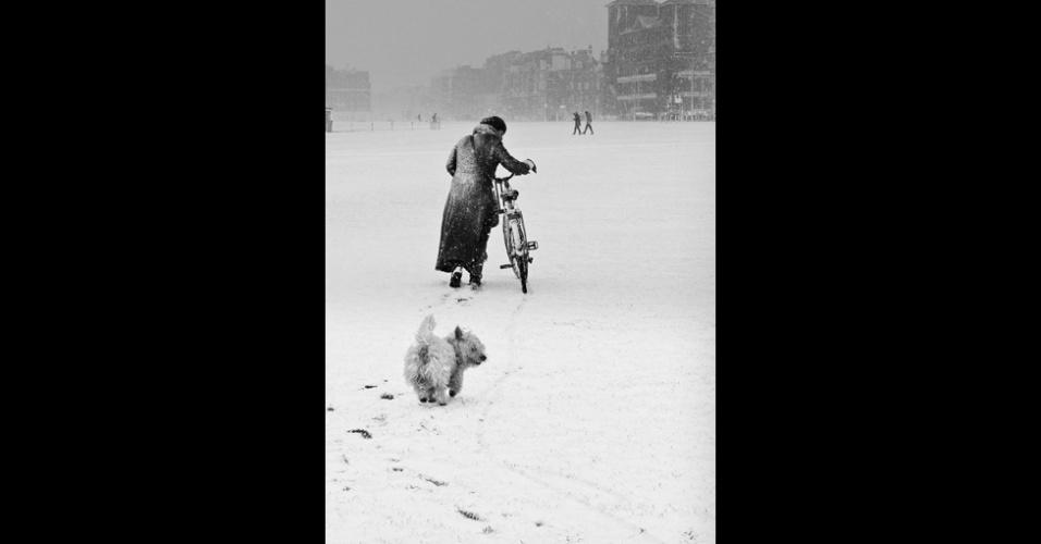 11.nov.2014 - A foto Fred e Sue, feita por Jo Teasdale na cidade inglesa de Brighton, ganhou o prêmio na categoria Vivendo a Paisagem. As fotos vencedoras serão expostas na estação de trens Waterloo, em Londres, a partir do dia 1º de dezembro