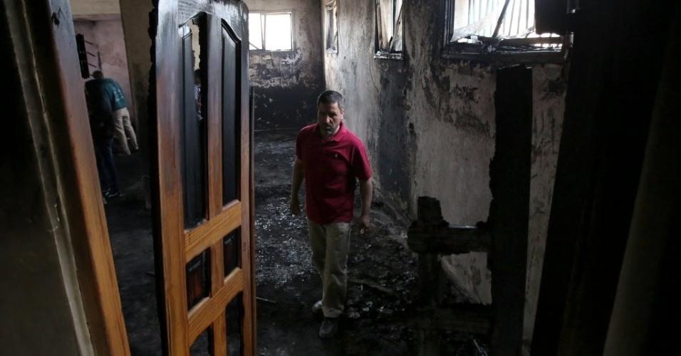 12.nov.2014 - Interior de mesquita incendiada por colonos israelenses perto do assentamento judaico de Shilo, na Cisjordânia. O ataque teria acontecido em represália a morte a facadas de uma moradora de uma colônia do sul da Cisjordânia e de um soldado israelense em Tel Aviv