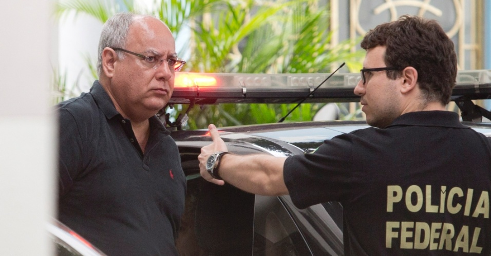 14.nov.2014 - O ex-diretor de Serviços da Petrobras Renato Duque chega preso à sede da Polícia Federal no Rio de Janeiro. Duque tem ligações com o PT e foi indicado para o cargo pelo ex-ministro José Dirceu (PT)