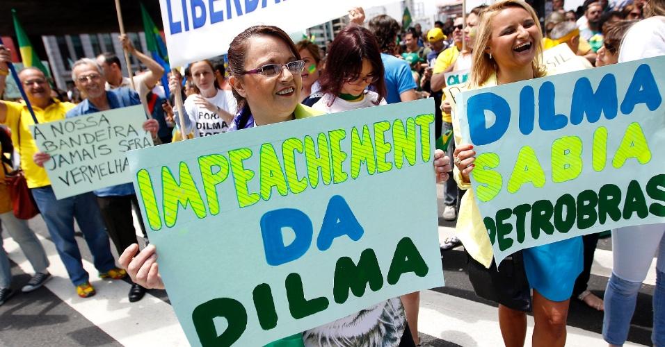 15.nov.2014 - Manifestantes pedem o impeachment da presidente Dilma Rousseff (PT) durante protesto na avenida Paulista, região central de São Paulo