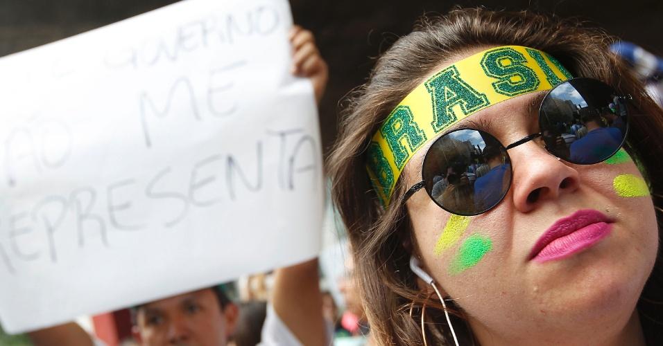 15.nov.2014 - Manifestantes pedem o impeachment da presidente Dilma Rousseff (PT) durante protesto na avenida Paulista, região central de São Paulo. É o segundo ato pedindo a saída da petista do governo em menos de 15 dias: o ato anterior contou com a presença de Lobão e do clã Bolsonaro