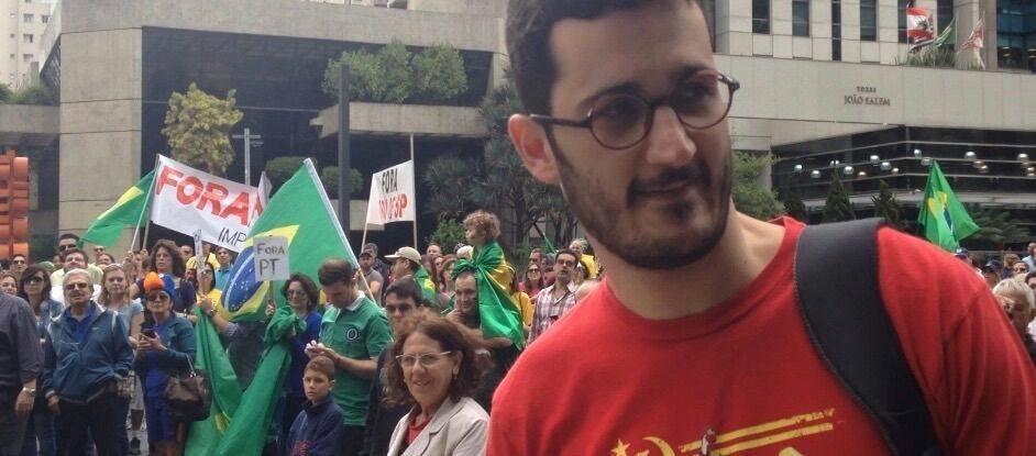 O advogado Alexandre Simões Filho, 33, foi hostilizado ao passar pela avenida Paulista por manifestantes que participavam de protesto anti-Dilma. Ele foi agredido e ouviu ?Volta pra Cuba, lá é o seu lugar?