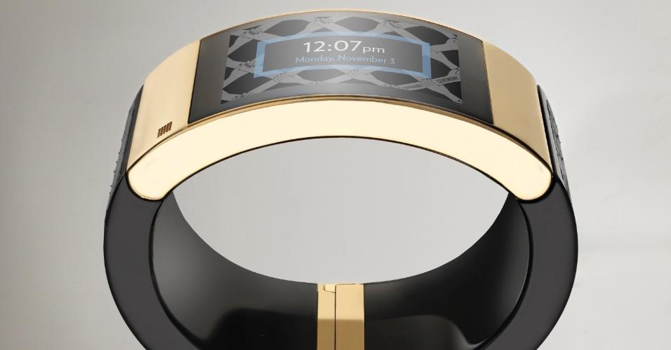 """Intel lança uma pulseira inteligente cravejada com pedras preciosas chamada Mica """"My Intelligent Communication Accessory"""". O acessório é equipado com recursos de comunicação como SMS, mensagens de alerta e outras funcionalidades não vai depender de um smartphone para conectividade, como fazem a maioria dos smartwatches"""