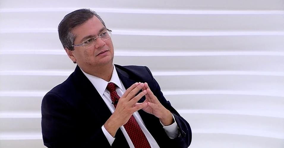18.nov.2014 - O governador eleito do Maranhão, Flávio Dino (PC do B), é entrevistado no programa Roda Viva, da TV Cultura, encerrado na madrugada desta terça-feira (18). Dino comentou que o senador José Sarney, do aliado governista PMDB, votou em Aécio Neves (PSDB) nas eleições presidenciais para vingar-se da presidente reeleita Dilma Rousseff (PT)