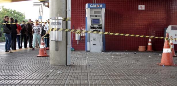 Criminosos explodem um caixa eletrônico no terminal Guarapiranga, em São Paulo