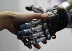 Inteligência artificial? Na verdade, pessoas têm feito o trabalho dos PCs (Foto: Andrea Comas/Reuters)