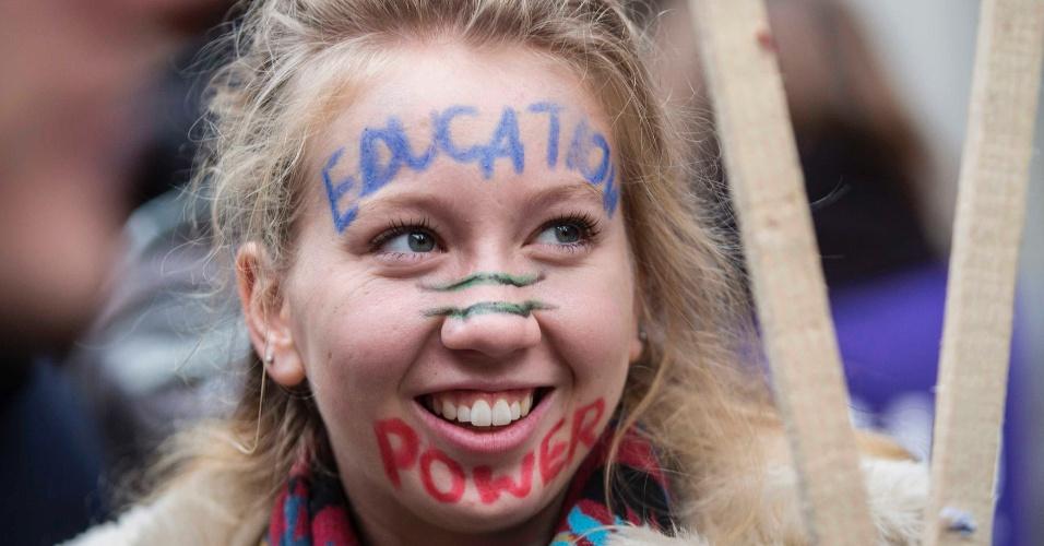 19.nov.2014 - No centro de Londres, manifestantes participam de protesto contra empréstimos estudantis. Eles exigem educação gratuita no país