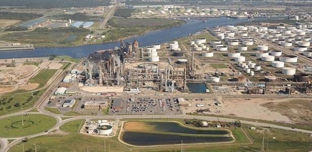 Foto mostra a refinaria de Pasadena, nos Estados Unidos, comprada pela Petrobras