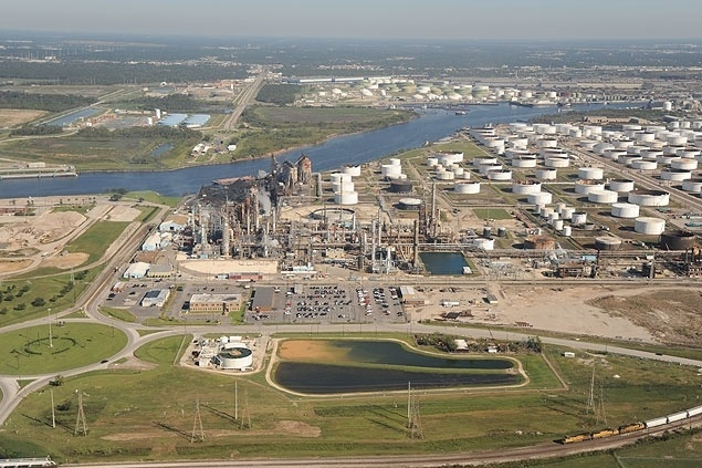 Foto mostra a refinaria de Pasadena, nos Estados Unidos, comprada pela Petrobras em 2006. O Tribunal de Contas da União condenou 11 diretores da estatal, em julho de 2014, por irregularidades na compra, que causaram prejuízo de US$ 792 milhões (R$ 2,04 bilhões)