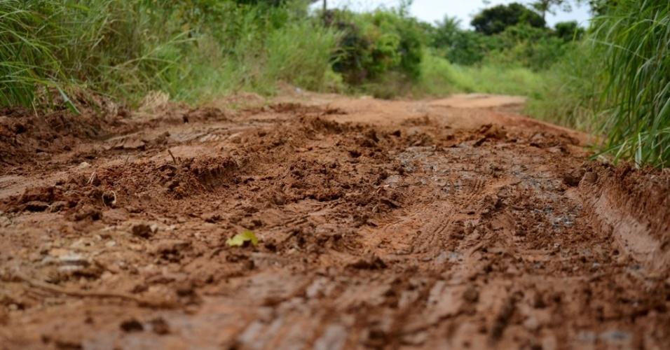 Lama dificulta acesso de veículos à Serra da Barriga, em União dos Palmares (AL)