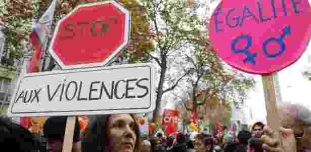 Manifestantes participam de ato pelo fim da violência contra a mulher em Paris, na França - Francois Guillot/AFP