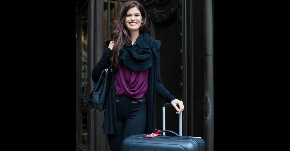 069d98cfb1 20.nov.2014 - Representante da Inglaterra chega em hotel de Londres para  participar