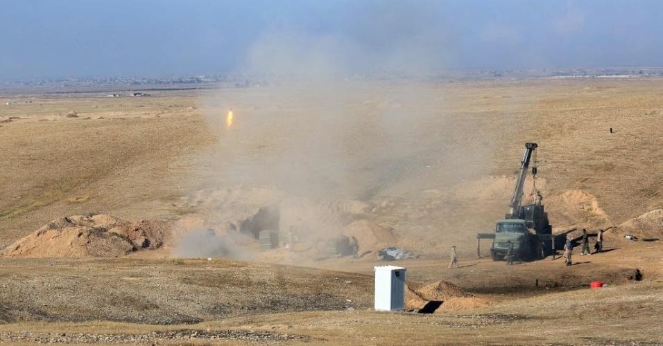 24.nov.2014 - Combatentes xiitas iraquianos entram em combate com integrantes do Estado Islâmico (EI) em Saadiya, na província de Diyala, no Iraque. As forças iraquianas disseram neste domingo (23) que retomaram duas cidades ao norte de Bagdá, liberando a estrada principal que vai da capital para o Irã