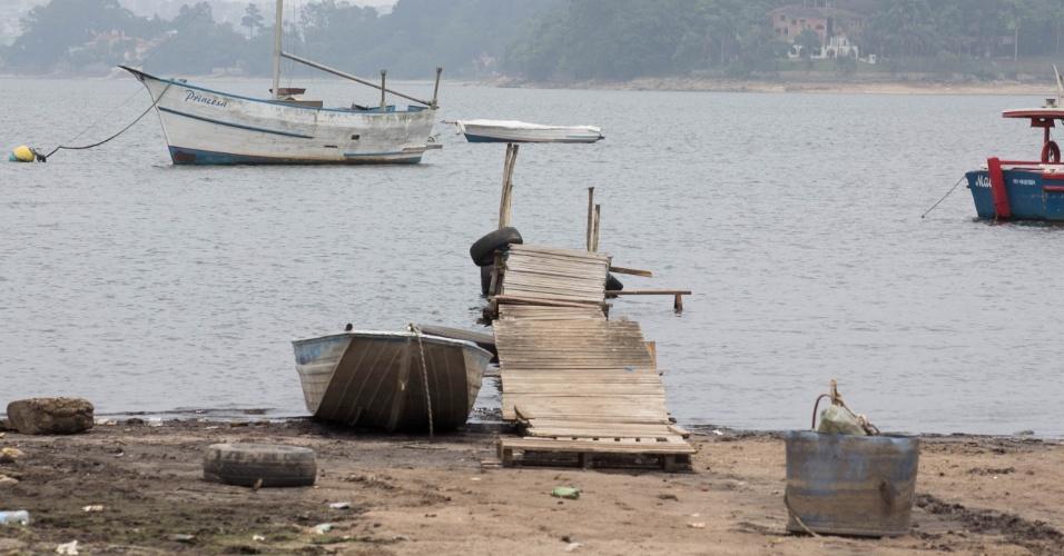 24.nov.2014 - O nível da represa do Guarapiranga, na zona sul de São Paulo, continua a cair e atinge 32,2 % de sua capacidade