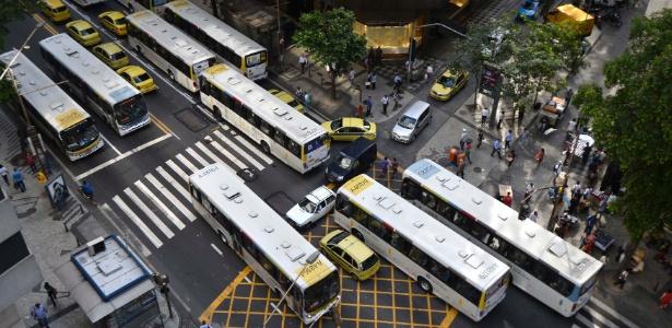 BRT x VLT  Crivella e Freixo divergem em prioridades para transporte ... 67ed76f17cfc6