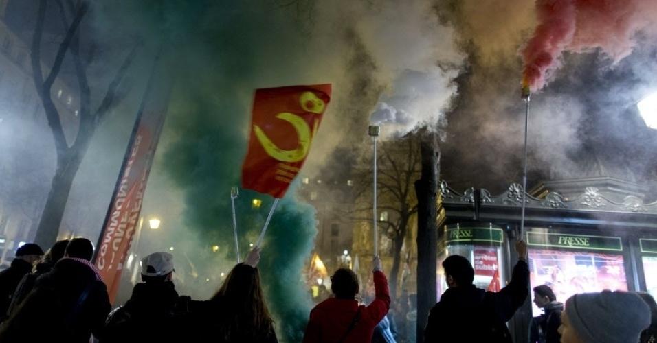 28.jun.2014 - Manifestantes fazem protesto para incitar o governo francês a reconhecer a Palestina como um Estado, em Paris