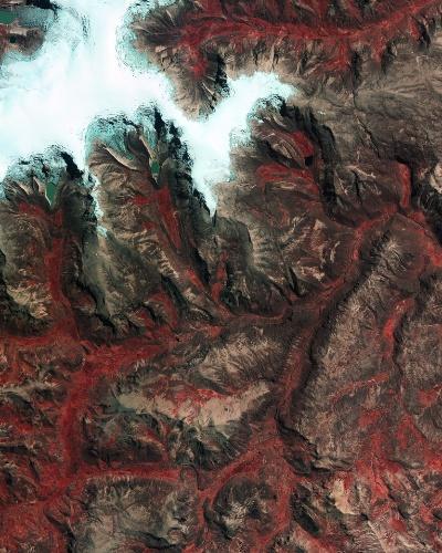 28.nov.2014 - A imagem, divulgada pela ESA (agência espacial europeia), mostra a calota de gelo de Quelccaya - maior área glaciar dos trópicos - na cordilheira dos Andes peruana. Desde 1970, as calotas de gelo já foram reduzidas em 20% devido ao aumento das temperaturas na região