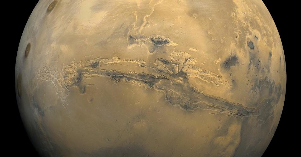As sondas Mariner 9 e Viking, da Nasa, forneceram maiores detalhes para que os cientistas formassem um mapa do planeta. Lançadas em 1996, a missão Mars Global Surveyor operou até o final de 2006 para que dados de topografia, campo magnético, superfície e formação de minerais pudesse ser reunidos