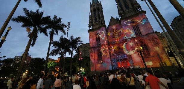 29.nov.2014 - Projeções na Catedral da Sé; neste ano, as projeções ocorrem na Paróquia São Luís Gonzaga - Junior Lago/UOL