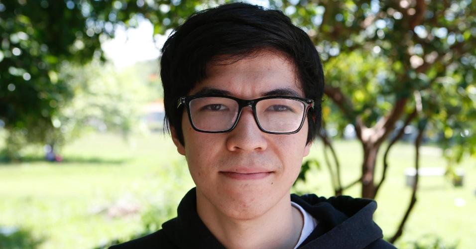 """30.nov.2014 - Gabriel Liody, 17 disse que foi difícil encontrar o local de prova. """"Tive que pegar informações"""", conta o vestibulando que estuda em Cotia"""