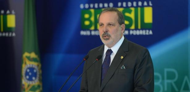 O ministro do Desenvolvimento, Indústria e Comércio Exterior, Armando Monteiro Neto, volta ao Senado para votação do impeachment de Dilma