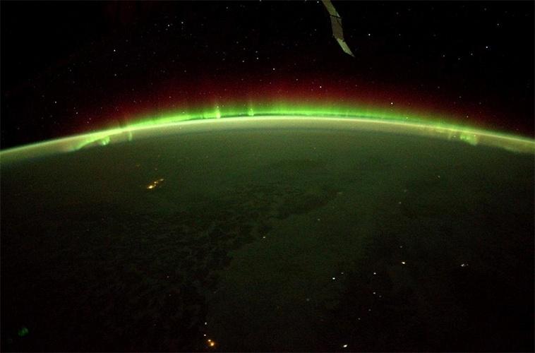 1º.dez.2014 - O astronauta norte-americano Terry W. Virts, da Nasa, publicou uma imagem da aurora boreal vista do Estação Espacial Internacional (ISS, na sigla em inglês)