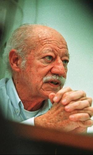 2.out.98 - O empresário e dono do ex-grupo Coroa-Brastel, Assis Paim Cunha, condenado em 1998 por gestão fraudulenta pelo caso Coroa-Brastel, dos anos 80