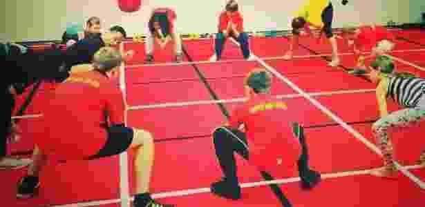 2.dez.2014 - Método zuu pode ser praticado por pessoas de todas as idades, segundo Helberg - Reprodução/BBC - Reprodução/BBC