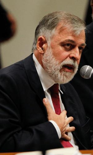 """2.dez.2014 - O ex-diretor de abastecimento da Petrobras Paulo Roberto Costa avisou, na CPI (Comissão Parlamentar de Inquérito) mista da Petrobras, que não irá responder a nenhuma pergunta feita pelos parlamentares, a exemplo do que fez em outro depoimento à CPI. A sessão da comissão está sendo realizada na tarde desta terça-feira (2). """"Vou fazer alguns esclarecimentos, mas não vou responder a nenhuma pergunta devido ao processo que estou passando"""", disse Costa, em referência à delação premiada que faz à Justiça Federal"""