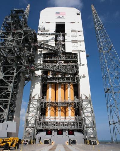 3.dez.2014 - A cápsula Orion, da Nasa (agência espacial americana), fará seu primeiro voo de testes após um investimento de bilhões de dólares com o objetivo de preparar o retorno dos Estados Unidos às viagens espaciais tripuladas. Após o lançamento, a nave não tripulada dará duas voltas em volta da Terra e alcançará 5.800 quilômetros de altitude. Isto é 15 vezes mais distante que o ponto onde a ISS (Estação Espacial Internacional) está na órbita da Terra. Quatro ou cinco horas depois, a cápsula voltará, mergulhando no oceano Pacífico