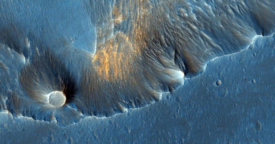 3.dez.2014 - Hematita cristalina cinza é detectada pela primeira vez em Meridiani Planum, uma pequena região plana próxima do equador de Marte. O local foi escolhido para pouso do robô Opportunity. Com a curadoria de artistas, fotógrafos e editores de fotografia, a Nasa reuniu uma série de imagens para compor a